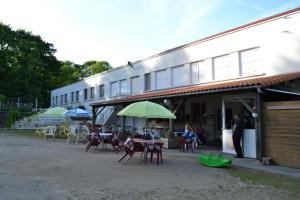 terrasse-couverte-et-bar-exterieur-1